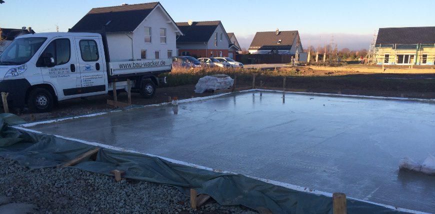 Bodenplatte-betoniert-wacker-bau